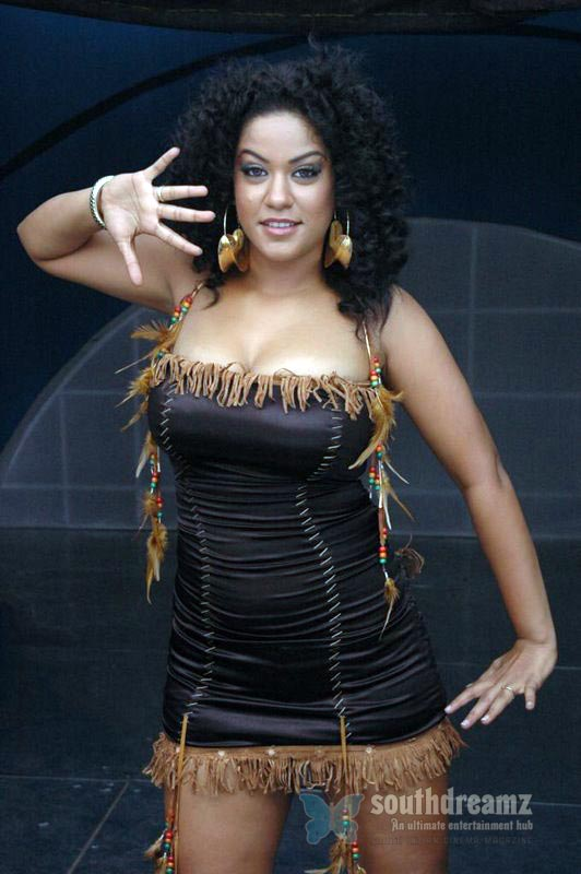 download mumaith khan glamour stills 18 Awesome Mumaith Khan photos