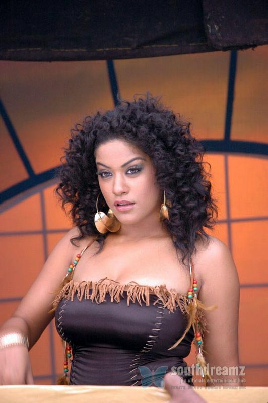 download mumaith khan glamour stills 19 Awesome Mumaith Khan photos
