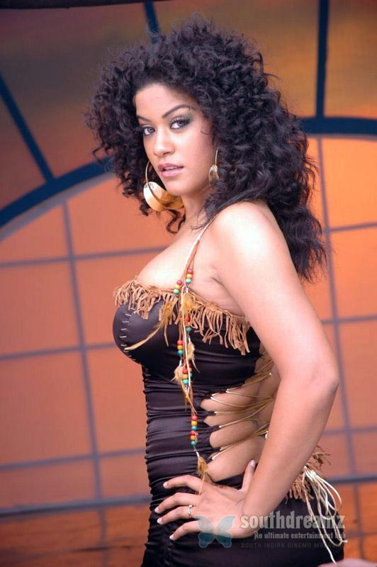 download mumaith khan glamour stills 20 Awesome Mumaith Khan photos