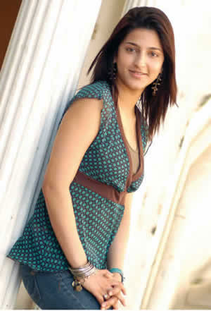 kamal suruthi hasan photo 3 Shruthi Hassan Photo Gallery