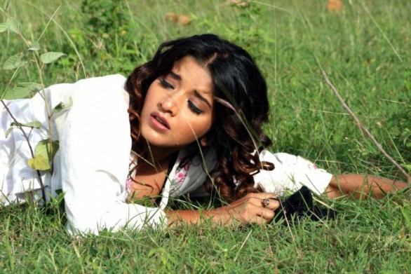 south indian glamour actress monalisa bikini stills 16 586x391 Monalisa hot photos