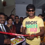 Vishal to help uterus cancer patients!