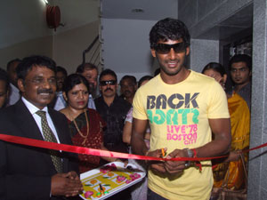 Vishal to help uterus cancer patients