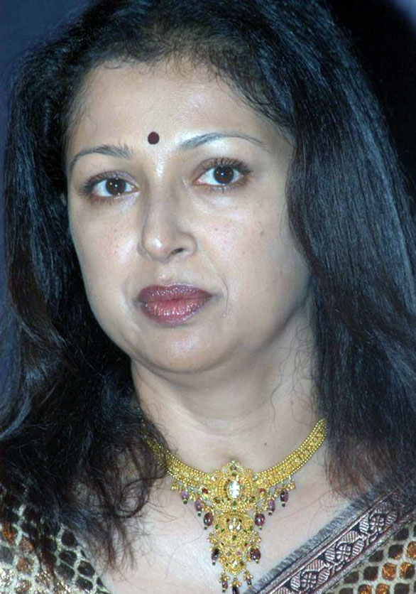 pics 09 Yester year actress Gowthami aunty wallpapers & photo gallery