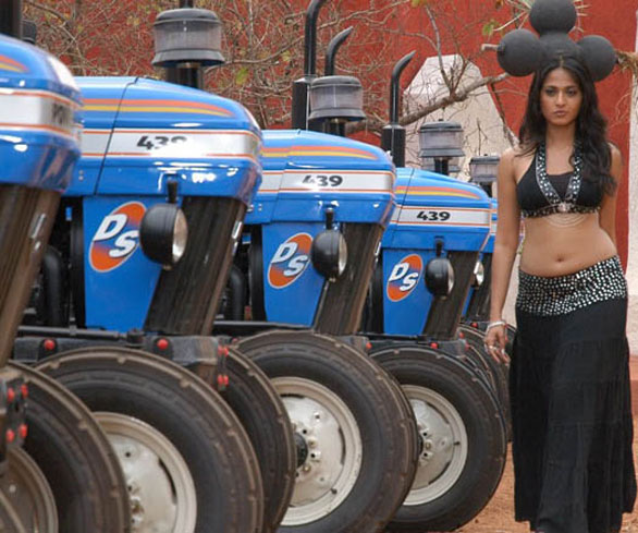 anushka shetty vettaikkaran stills 7 Vettaikaran heroine actress Anushka Shetty photo gallery