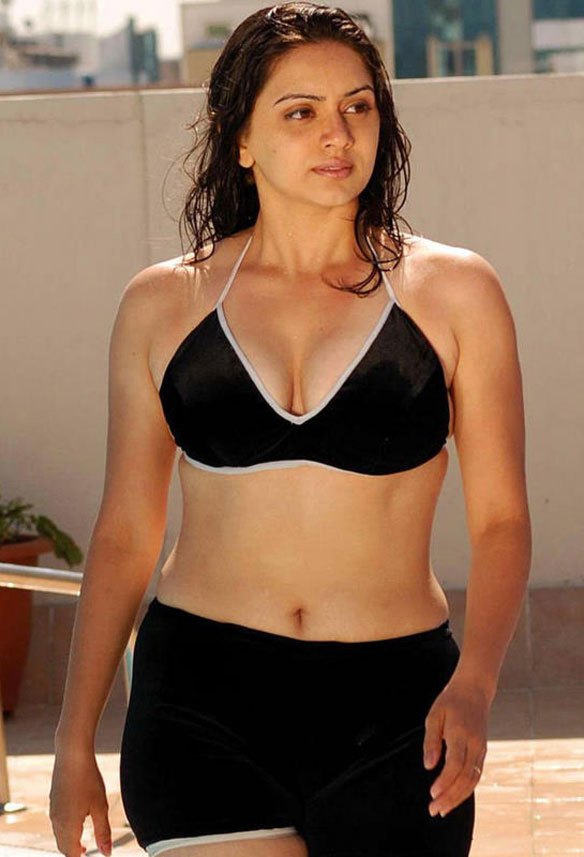Telugu actress Hema navel show