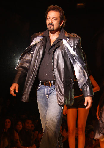 13salman7 Bollywood Stars at HDIL Couture Week Photo Gallery