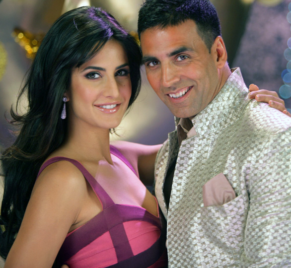 Katrina-Kaif-and-Akshay-Kumar-in-De-Dana-Dan-7