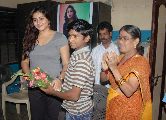 Namitha-Meets-India-Childrens-Welfare-Association-11