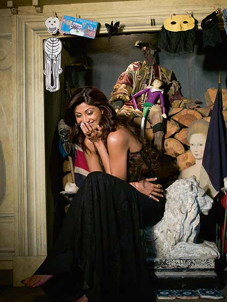 Shilpa Shetty magazine photo 7 Shilpa Shetty Hot Sexy Harper Magazine October Issue Photo Gallery