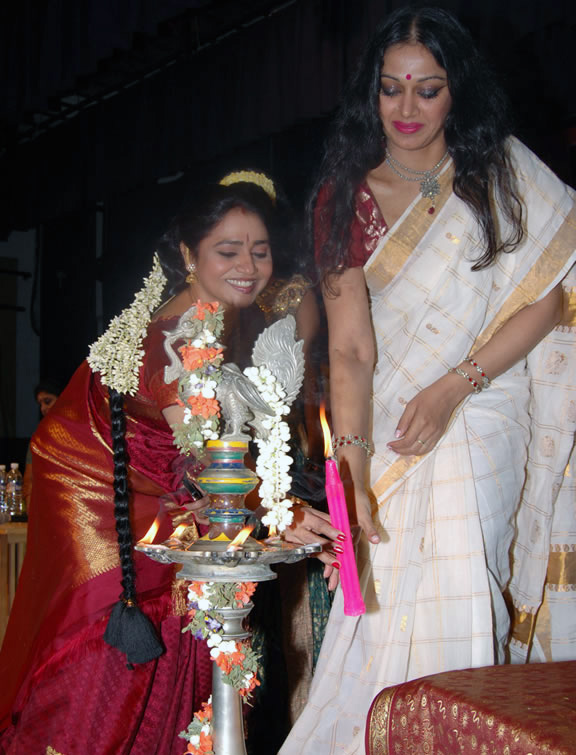 Shobana-at-Nagabarna-Arts-Foundation-Dance-Programme-7