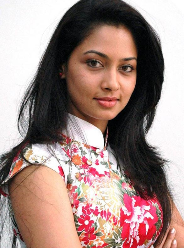 actress-pooja-umashankar-latest-stills-1