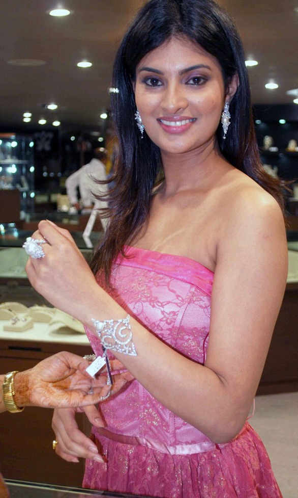 sayali bhagat hot pics wallpapers stills 05 Actress Sayali Bhagat Hot Photo Gallery