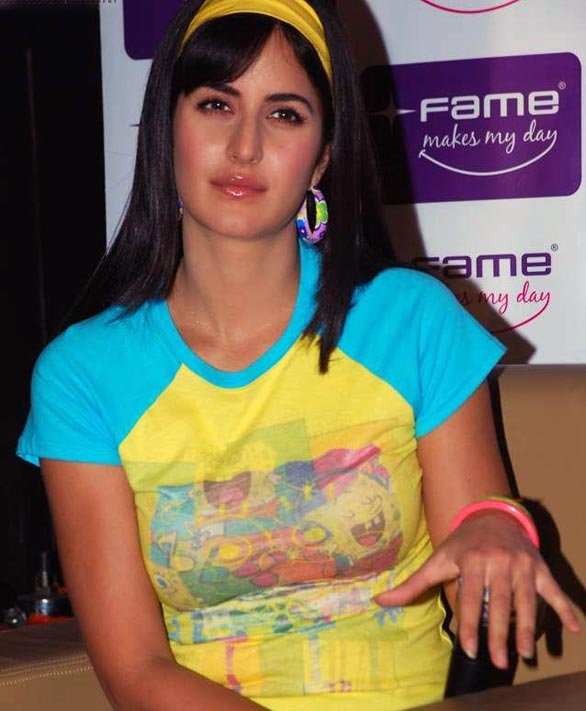 Katrina-Kaif-and-Ranbir-at-Fame-Malad-17