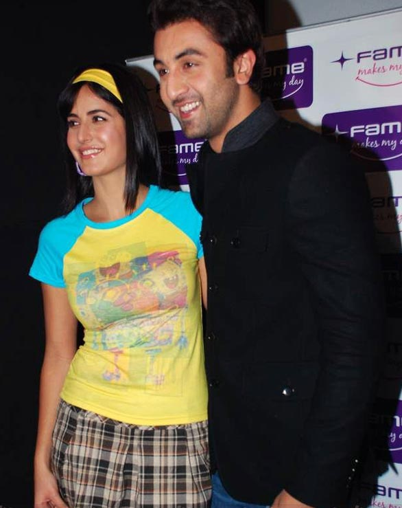 Katrina-Kaif-and-Ranbir-at-Fame-Malad-18