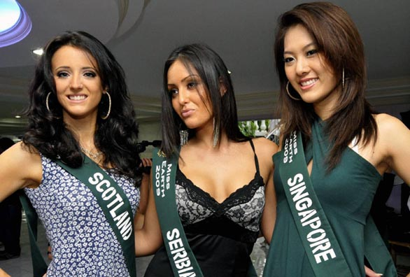 Miss-Earth-2009-models-Bikini-show-photos-14
