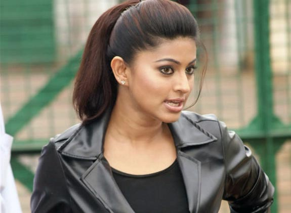 Sneha Goa on Location Exclusive stills pics images photo gallery 01 Actress Sneha in Goa movie shooting spot photo gallery