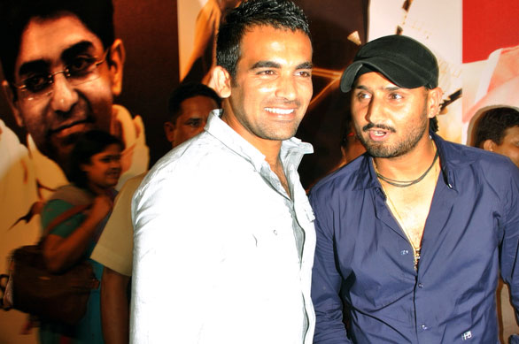 Zaheer-Khan-and-Harbhajan-Singh-at-Sahara-Indian-Sports-Awards