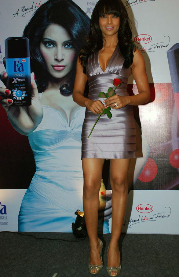bipasha-basu-at-fa-extreme-men-perfume-launch-3