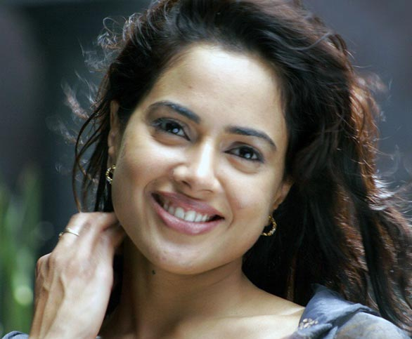 bollywood-actress-sameera-reddy-hot-wallpapers-4