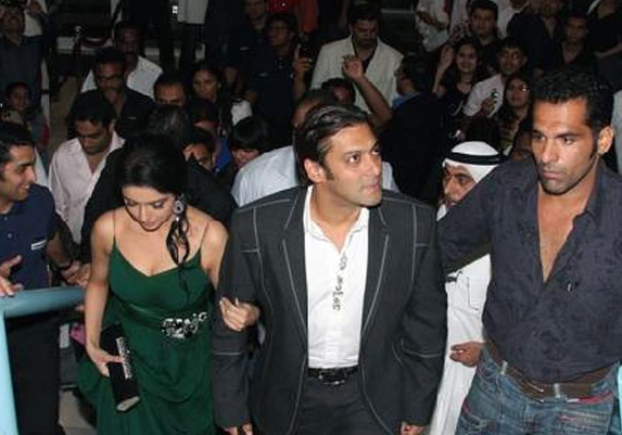 salman-khan-asin-premiere-of-london-dreams-in-dubai-5
