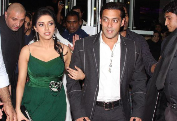 salman khan asin premiere of london dreams in dubai 7 Asin & Salman attend London Dreams Premiere
