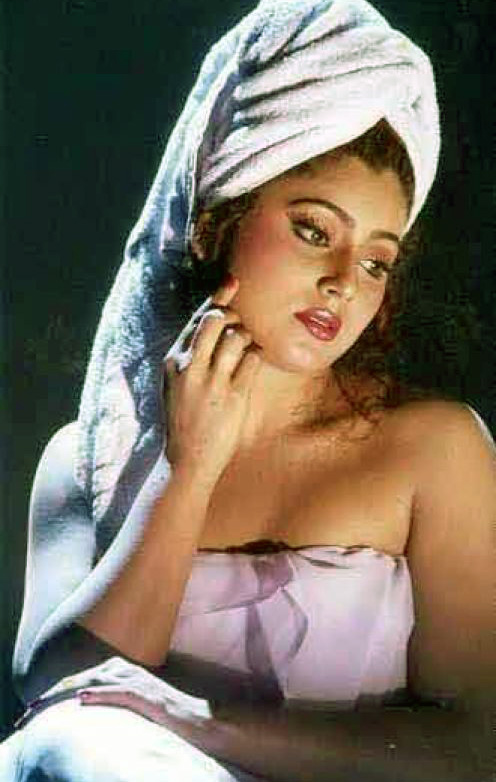 south indian actress aking bath pictures 14 South Indian girls in towel bathing dress   Very rare pictures