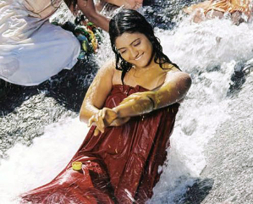 south-indian-actress-aking-bath-pictures-15