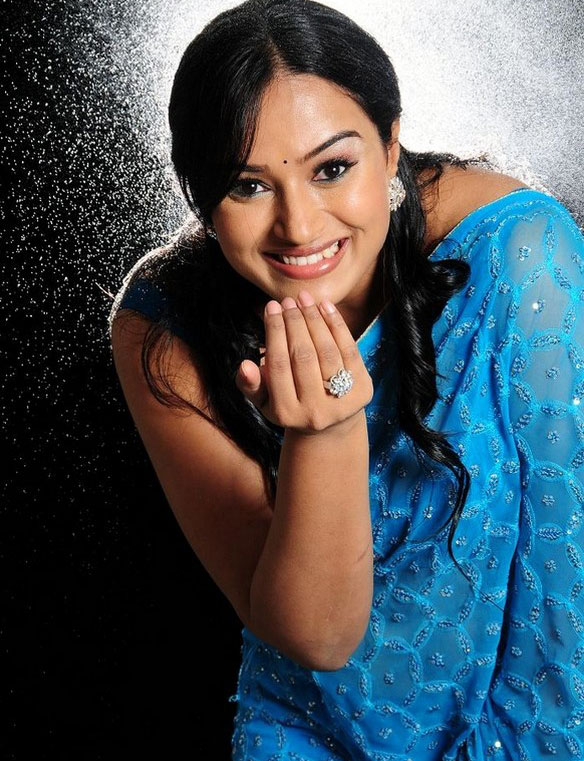 south-indian-model-actress-anubhama-portfolio-stills-1