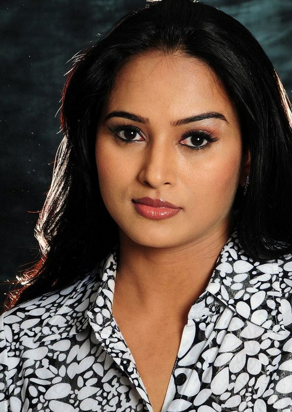 south-indian-model-actress-anubhama-portfolio-stills-2