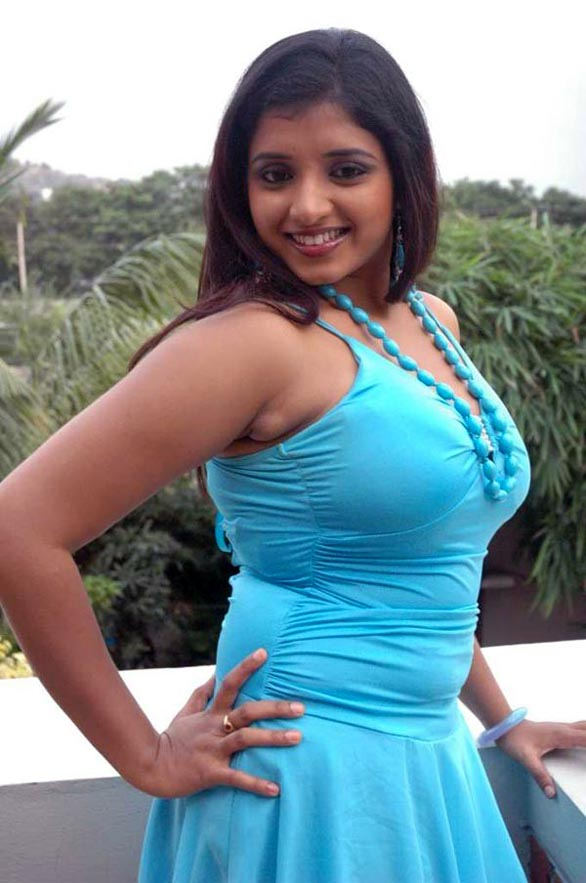 actress soumya exposing30 Actress Soumya Hot Photo Gallery