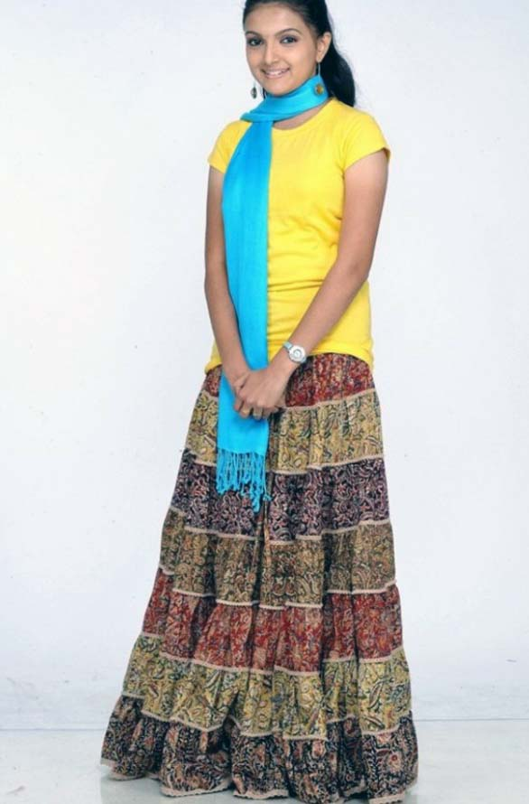 cute young actress Saranya Mohan still photos 04 Cute actress Saranya Mohan photo gallery
