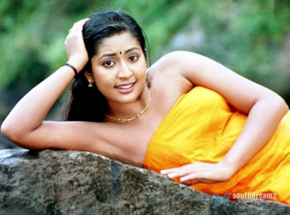 mallu masala actress navya nair hot and sexy unseen photos 28 586x434 Navya Nair