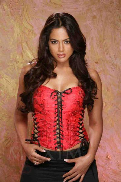 http://www.southdreamz.com/wp-content/uploads/2009/12/sameera-reddy-hot-in-maxim-magazine-photo-stills-3.jpg