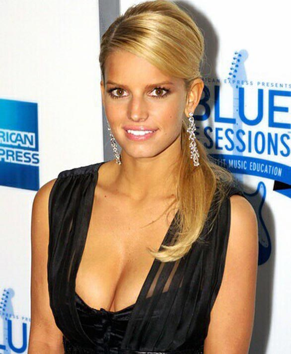 Jessica Simpson Denies Marriage Engagement 10 Greatest Cleavage Moments In TV History