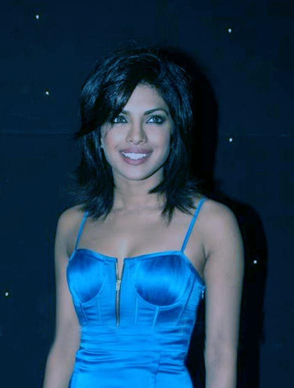 actress priyanka chopra hot glamour stills pictures photos 13 Priyanka Chopra hot photo gallery