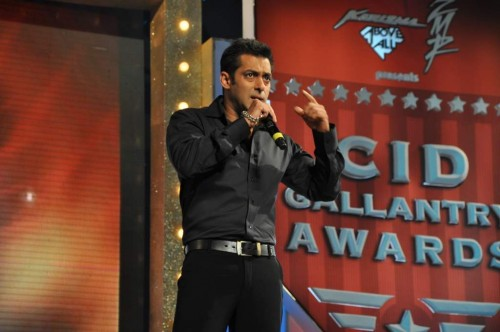Salman Khan And Tabu At Galantry Awards Function-9761
