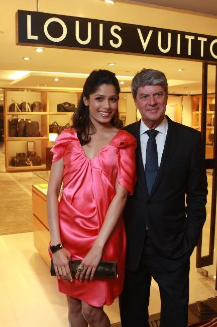 bollywood stars louis vuitton store opening stills pictures 2 Louis Vuitton Store Opening Photos
