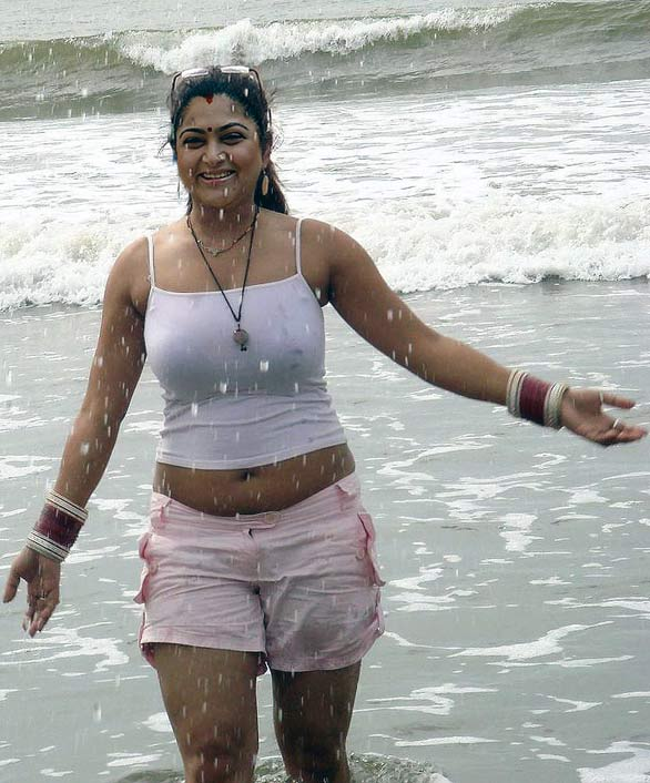 JANIS: Tamil womens hot photos