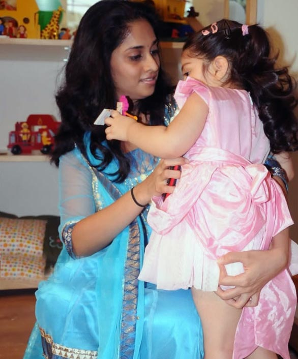 anoushka ajith kumar shalini latest photos 04 Anoushka, Shalini Ajith at Vanilla Children Place