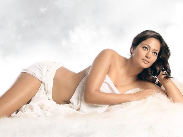 Top Vs Hot Kollywood and South Indian Actress - Review