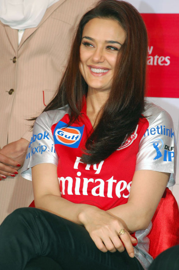 Preity zinta Top 10 HOT Bollywood Actress
