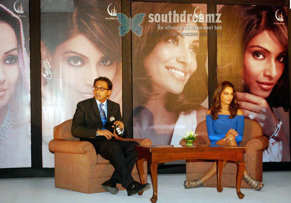 bipasha basu is brand ambassador of woman special gilli jewellery 3 Bipasha Basu is Brand Ambassador of Woman Special Gilli Jewellery