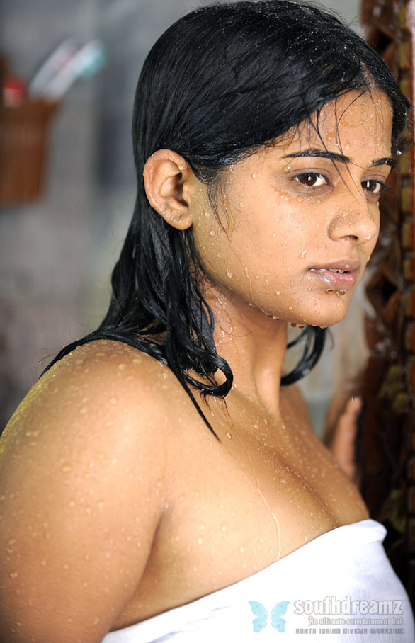 priyamani31 South Indian girls in towel bathing dress   Very rare pictures