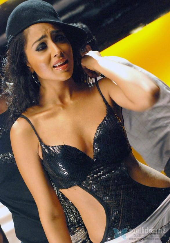 shriya 6 Shreya in love with a Telugu actor