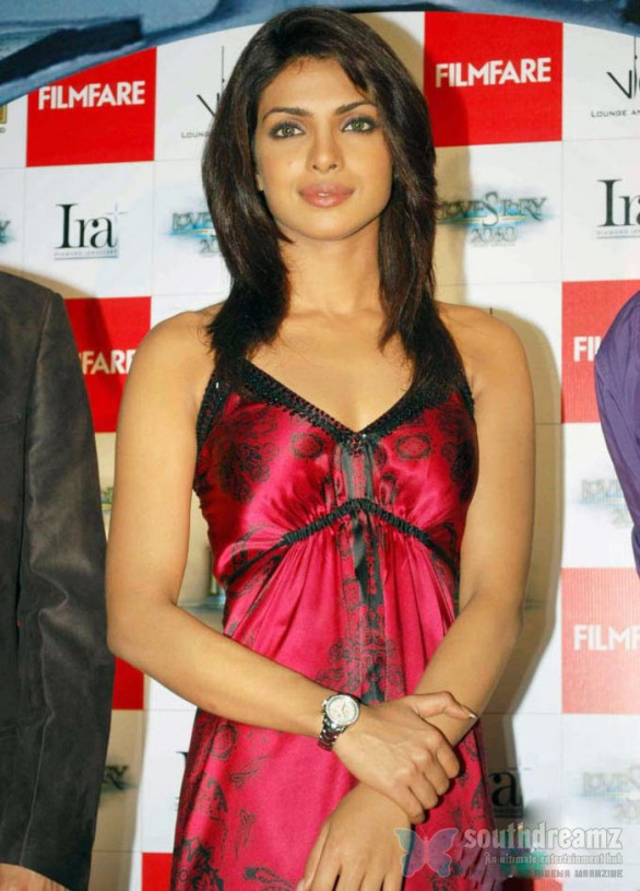 Priyanka Chopra 586x815 Top 10 Googled Indian Actresses