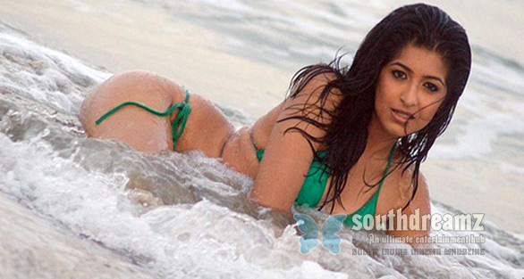 Medha-Raghunathan-Bikini-in-beach-photo
