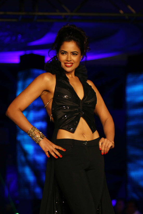 sameera reddy on the ramp at blenders pride fashion tour 2010 stills 5 Sameera Reddy @ Blenders Pride Fashion Tour 2010 Photo Gallery