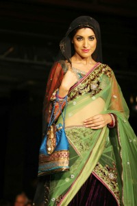 sushmita-sen-on-the-ramp-at-blenders-pride-fashion-tour-2010-stills-44