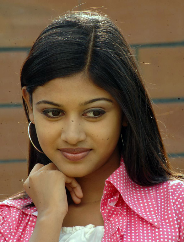 Oviya 2011 notable actresses of Tamil Cinema